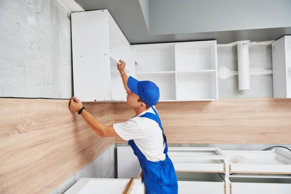 Montáž horných skriniek kuchynskej linky Profi montáže