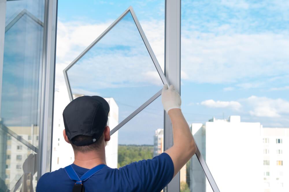 montáž sieťok na okná montáž fólie na okná Profi montáže